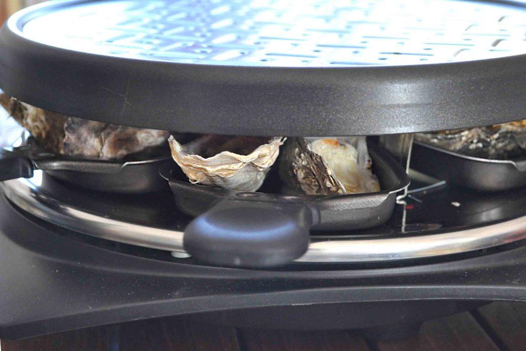 huîtres dans un four à raclette